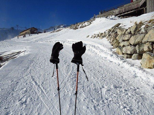 hůlky na sněhu