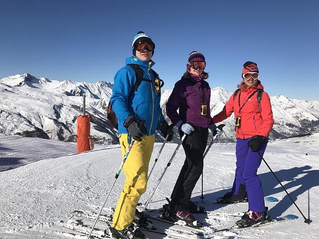 tři lyžaři