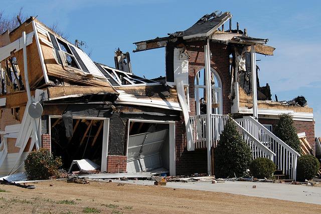 dům po požáru
