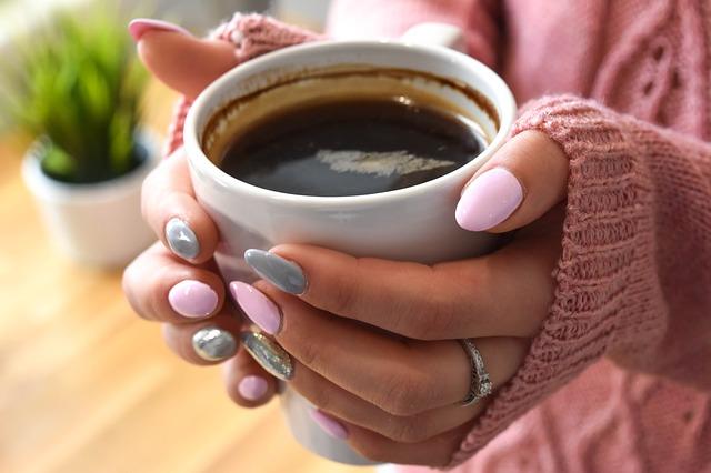 káva v dlaních.jpg