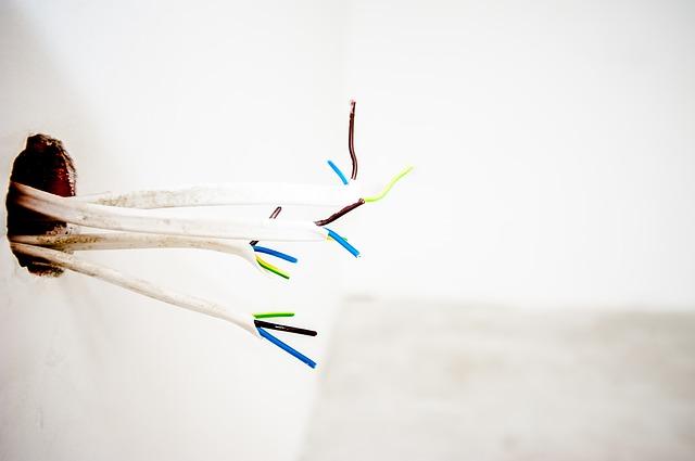 přeštípané kabely