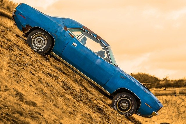 auto v kopci