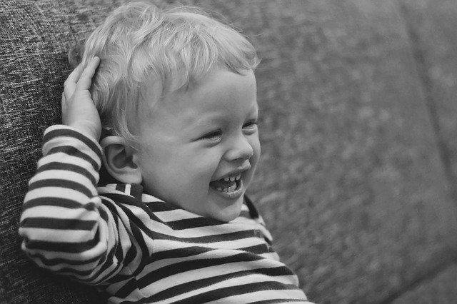 smích dítěte