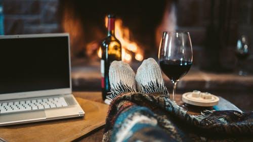 oheň, relax, víno, pc
