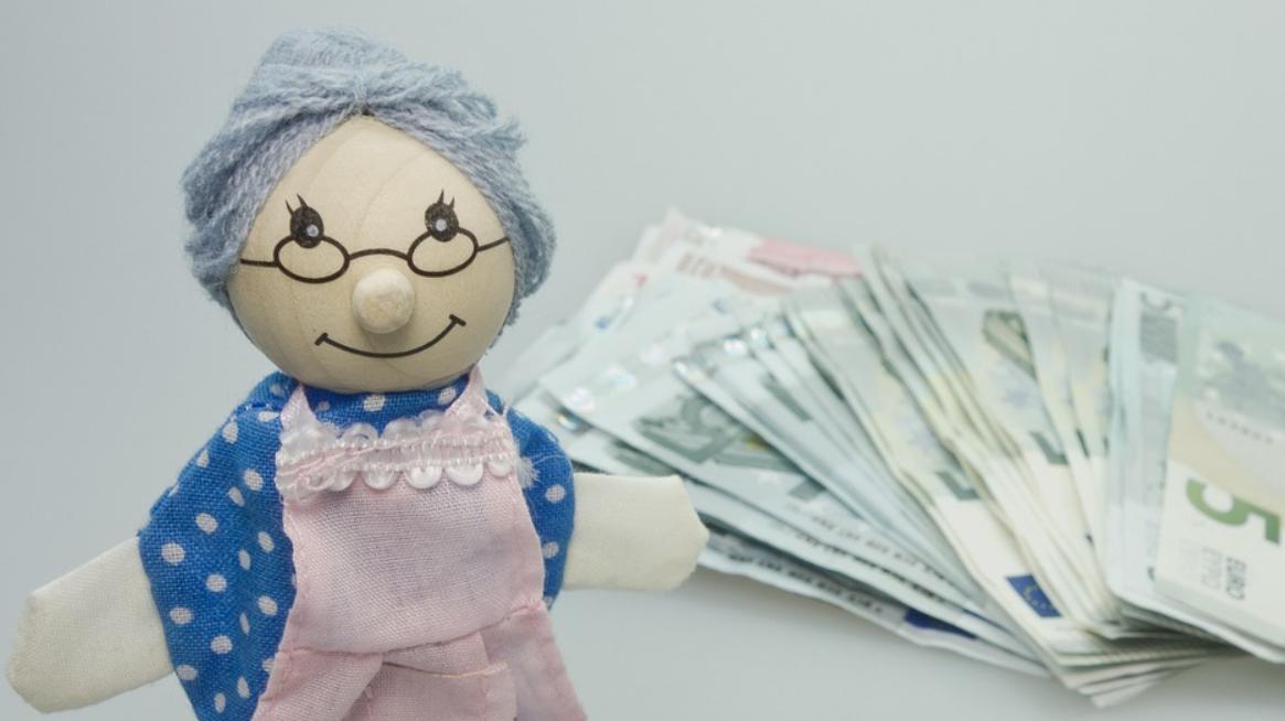 peníze a babička
